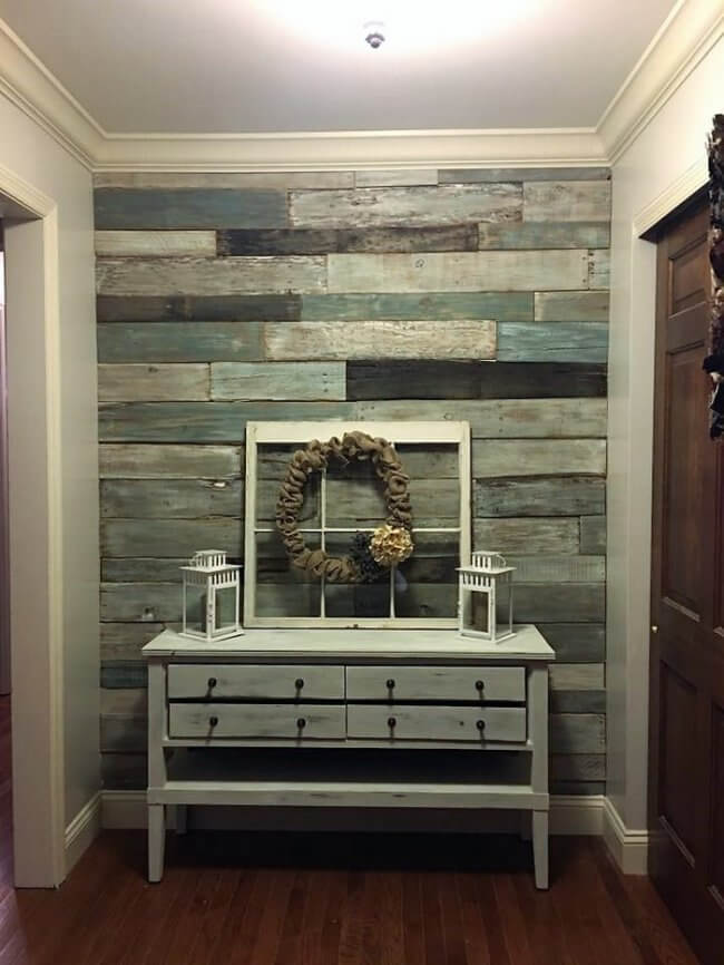 Pallet plank wall
