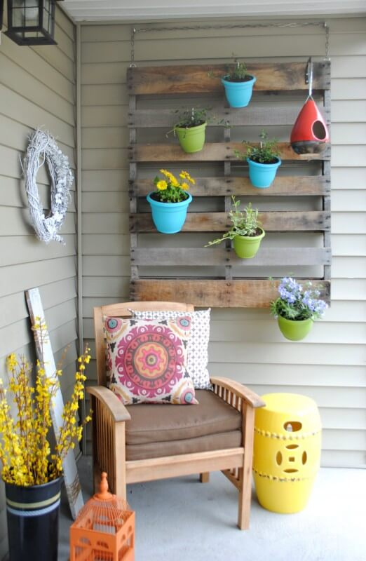 7 DIY Porch Decor Ideas That You Are Guaranteed To Love - Diy: Vertical Pallet Garden