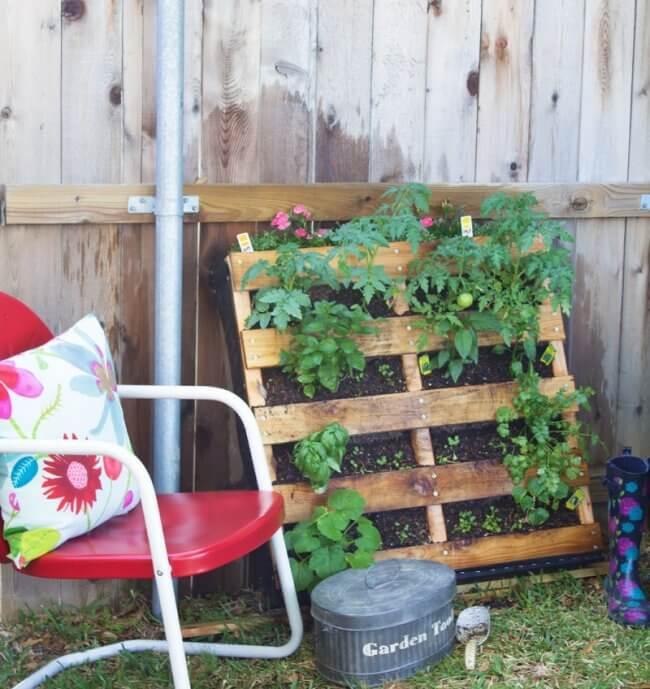 How To Make A Vertical Pallet Vegetable & Herb Garden