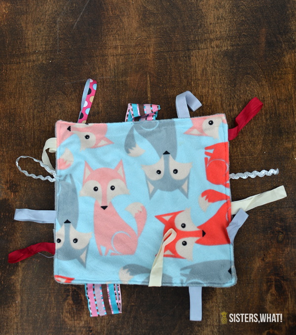 DIY Baby Tag Blanket Tutorial