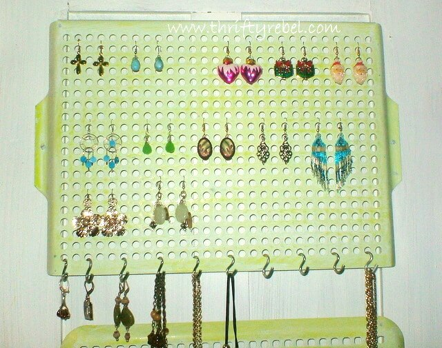 DIY Vintage Cooking Grills into Jewelry Organizers