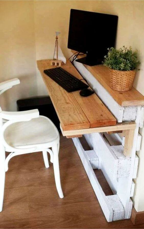 Pallet/2x4 Desk