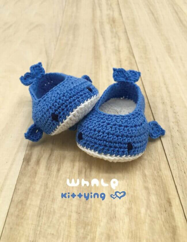 Whale crochet baby shoes pattern