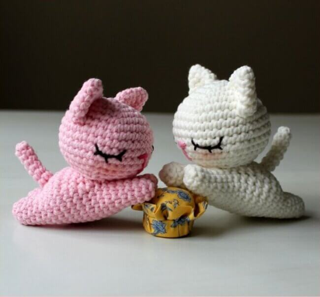 Crochet Tutorial Lying Kitten