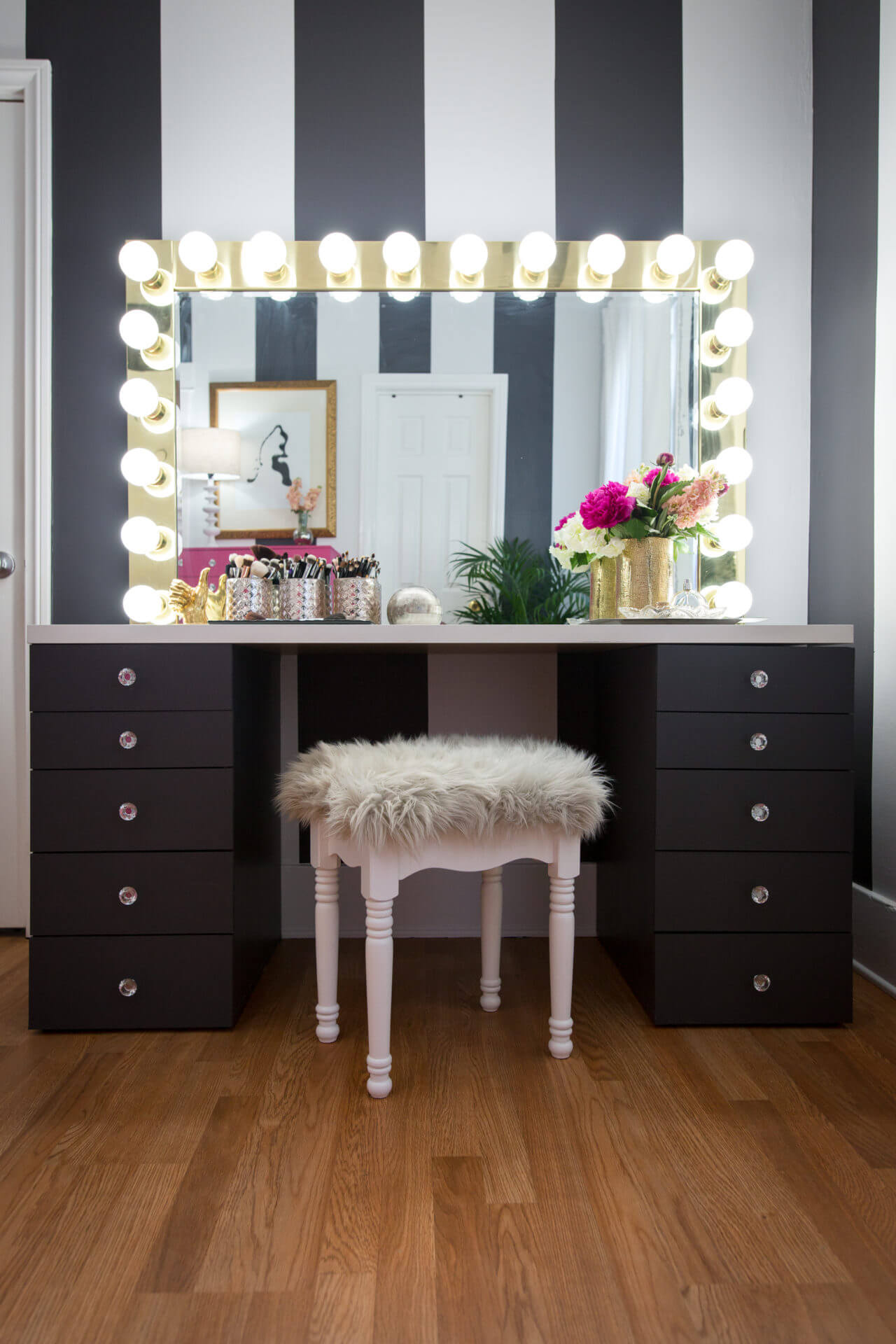 22 Diy Vanity Table Ideas For Everyone S Taste Crafty Club Diy Craft Ideas
