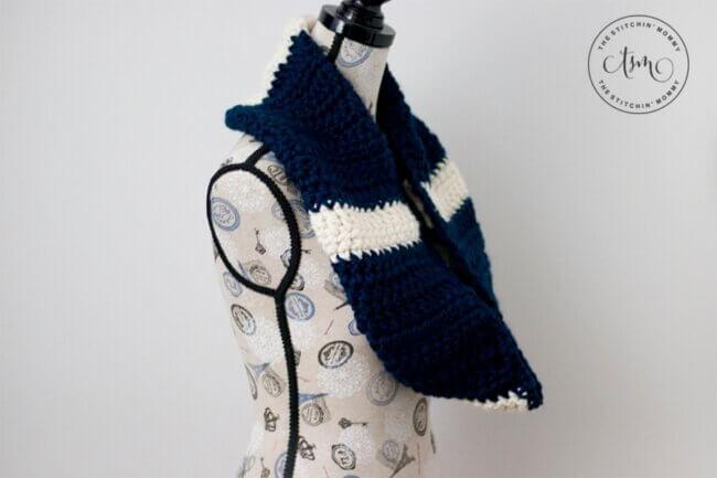Easy Chunky Striped Infinity Scarf – Free Crochet Pattern