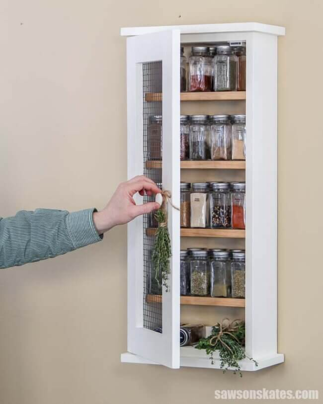 Easy Wall-Mounted DIY Spice Rack
