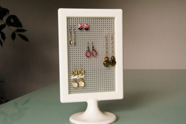 TOLSBY hack – A cheap and easy earring display