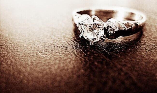 The Dishwashing Soap Remedy: Shiny Diamonds