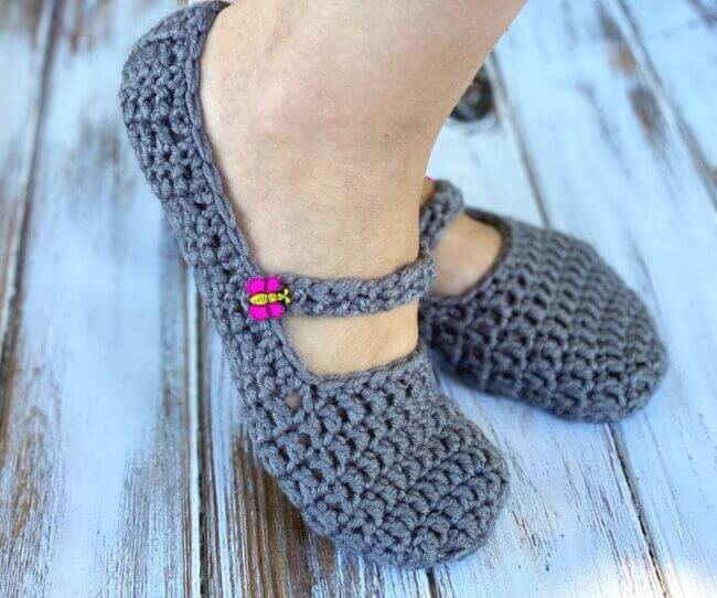 Chunky Button Slippers – Free Crochet Pattern