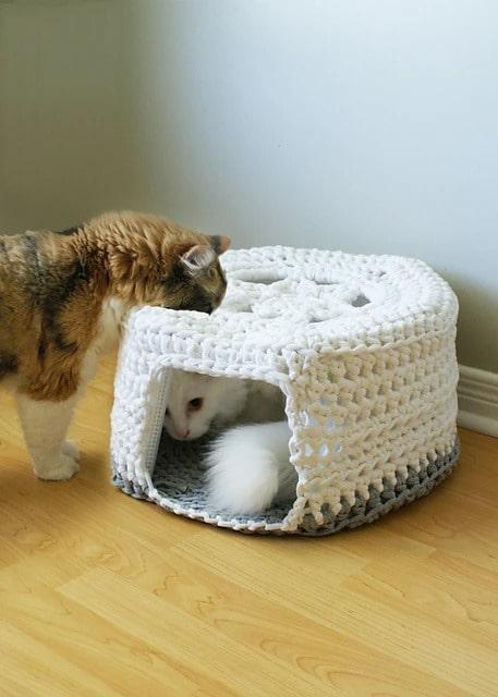Chunky Tshirt Yarn Pet Cave