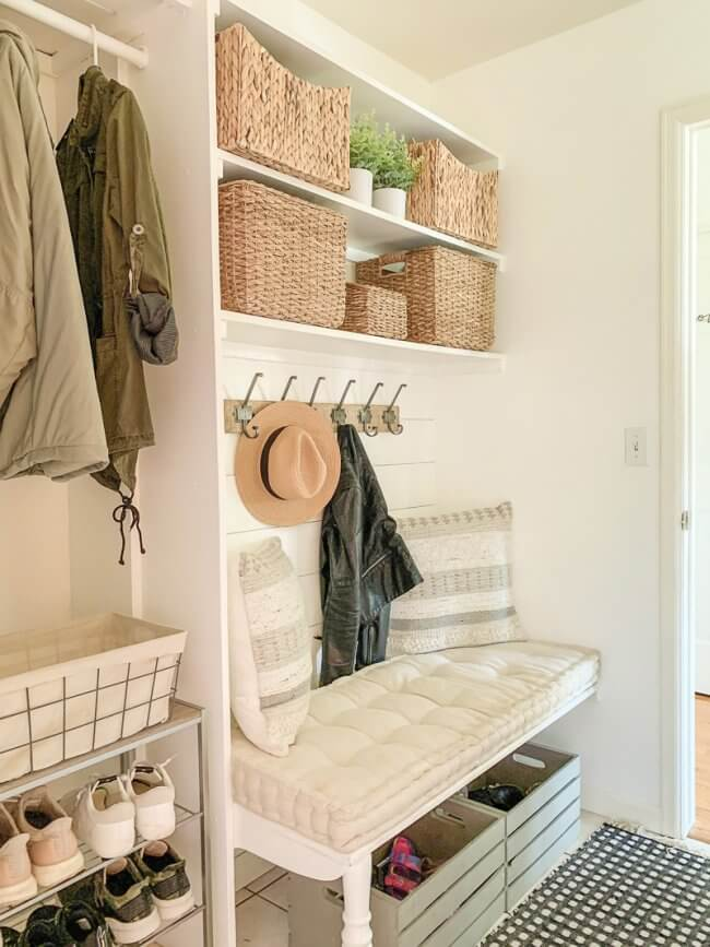Small and Functional Mudroom + My Favorite Storage Baskets