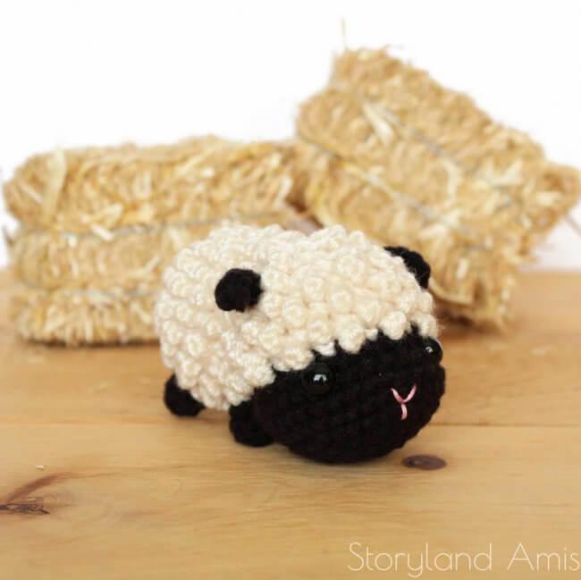 Lyla the Baby Lamb Amigurumi