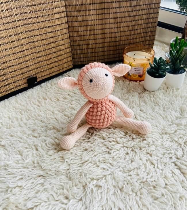 Peach lamb - amigurumi crochet